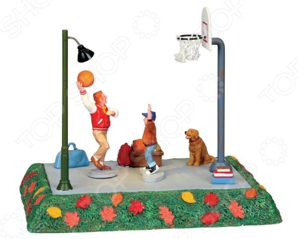 Фигурки керамические Lemax «Баскетбольная площадка: Один на один»Статуэтки и фигурки<br>Фигурки керамические Lemax Баскетбольная площадка: Один на один оригинальное и стильное украшение для вашего дома или офиса. Фигурка также послужит интересным подарком для тех, кто увлекается коллекционированием или просто очень любит спорт. Изделие выполнено в виде миниатюрной баскетбольной площадки с двумя увлеченными игроками. Яркие и красочные цвета, мелкие и точные детали фигурки живо передают весь азарт баскетбольного поединка. Если дополнить её другими фигурками людей, ландшафтными элементами, деревьями, то получится оригинальная и реалистичная композиция. Изделие выполнено из качественной сувенирной керамики, которая гарнирует её долговечность и прочность. Насыщенные цвета со временем не потеряют свою яркость и красоту, поэтому фигурка будет радовать вас долгое время.<br>