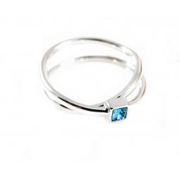 фото Кольцо Jenavi Эврика. Вставка: Swarovski голубой кристалл. Размер: 19
