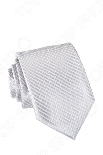 Галстук Mondigo 35167Галстуки. Бабочки. Воротнички<br>Галстук Mondigo 35167 завершающий штрих в образе солидного мужчины. Сегодня классический стиль в одежде приветствуется не только на работе в офисе. Многие люди предпочитают в качестве повседневной одежды костюм или рубашку с галстуком. Мужчина, выбирающий такой стиль в одежде, всегда выделяется среди окружающих и производит положительное первое впечатление. Кроме того, один и тот же галстук можно носить по-разному каждый день. Достаточно выбрать один из многочисленных типов узлов: аскот, балтус, кент, пратт и многие другие. Кстати, в интернете есть сайты, которые случайным образом предлагают вариант узла удобно, когда трудно определиться с выбором . Галстук изготовлен из микрофибры. Эта ткань довольно прочная, не оставляет после себя волокон, не скатывается и не линяет. Швы изделия обработаны лазерным методом.<br>