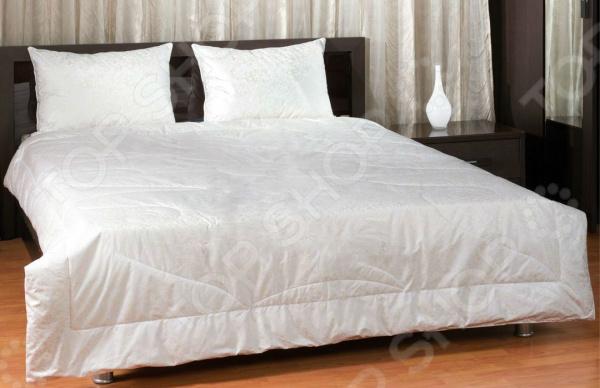 Одеяло Primavelle «Лебяжий пух»Одеяла<br>Одеяло Primavelle Лебяжий пух невероятно легкое, мягкое и комфортное одеяло из искусственного лебяжьего пуха, которое подарит вам удивительное ощущение уюта. Одело практически невесомо, поэтому спать под ним будет приятно и комфортно. Наполнитель представляет собой тонкие, высокоизвитые микроволокна, которые намного тоньше лучших сортов хлопка и прочих полиэфирных волокон. Такой наполнитель не впитывает в себя посторонние запахи и устойчив в развитию вредных микроорганизмов и насекомых. В отличии от одеял с натуральным пухом, данное изделие абсолютно гипоаллрегенно и подходит для детей. Такое одеяло легко стирается быстро сохнет, сохраняя при это все свои первоначальные свойства. Чехол выполнен из прочного и износостойкого хлопкового материала, который имеет нежный рисунок.<br>