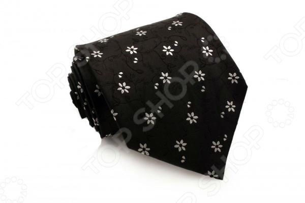 Галстук Mondigo 44006Галстуки. Бабочки. Воротнички<br>Галстук Mondigo 44006 это галстук из 100 шелка, плотная шелковая основа и выразительный контраст черного и белого формируют невероятно приятный на ощупь элемент гардероба. Он подходит как для повседневной одежды, так и для эксклюзивных костюмов. Подберите галстук в соответствии с остальными деталями одежды и вы будете выглядеть идеально! В современном мире все большее распространение находит классический стиль одежды вне зависимости от типа вашей работы. Даже во время отдыха многие мужчины предпочитают костюм и галстук, нежели джинсы и футболку. Если вы хотите понравится девушке, то удивить ее своим стилем это проверенный метод от голливудских знаменитостей. Для того, чтобы каждый день выглядеть по-новому нет необходимости менять галстуки, можно сменить вариант узла, к примеру завязать:  узким восточным узлом, который подойдет для деловых встреч;  широким узлом Пратт , который прекрасно смотрится как на работе, так и во время отдыха;  оригинальным узлом Онассис , который удивит всех ваших знакомых своей неповторимый формой.<br>