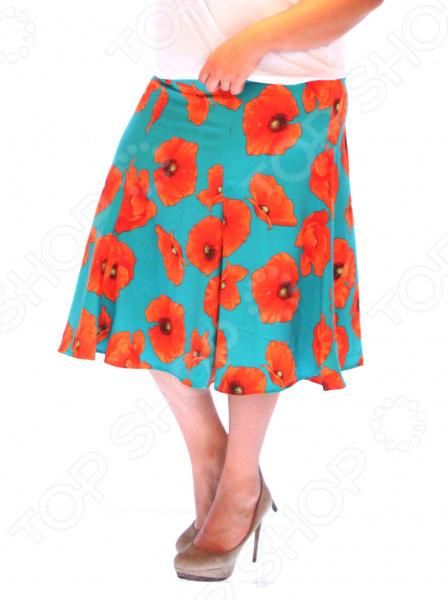 Юбка Элеганс «Летние маки». Цвет: бирюзовый, оранжевыйЮбки<br>Юбка Элеганс Летние маки прекрасная вещь для создания легкого женственного образа, которая идеально впишется в весенне-летний гардероб благодаря свободному крою и приятному материалу. Удобная юбка сделана из легкой ткани, поэтому прекрасно подойдет для повседневного использования.  Пояс на резинке удобно сидит на талии и не ограничивает движений.  Изящный цветочный принт это не просто деталь образа, но и хорошая дизайнерская находка, позволяющая уравновесить фигуру, отвлекая внимание от проблемных зон.  Швы обработаны текстурированными, эластичными нитями, благодаря чему не тянутся и не натирают кожу. Юбка сшита из приятной на ощупь ткани 20 вискоза, 80 полиэстер . Материал не мнется, не скатывается и не линяет, быстро высыхает после стирки.<br>