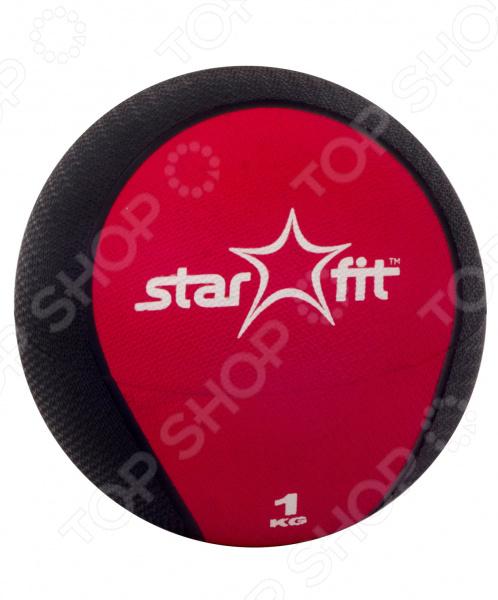 Медицинбол Star Fit GB-702 ProГимнастические мячи. Фитболы<br>Медицинбол Star Fit GB-702 Pro спортивный универсальный аксессуар, с помощью которого вы сможете провести полноценную тренировку для всего организма. Это плотный медбол с жестким покрытием, который подойдет для тренировки мышц на выносливость и скорость. Тренировки с ним позволяют развить мышцы пресса, рук, плеч, груди и спины. Приседания с таким мячом быстро приведут ваши ягодицы и бедра в тонус и превосходное состояние. Эта модель считается профессиональной, но ее с большим успехом используют и новички. Аксессуар превосходно подходит для занятий фитнесом, бодибилдингом и общеукрепляющим тренингом. Модель выполнена в ярком черно-красном дизайне, который не оставит вас равнодушным. Килограммовый шар удобно держать в руках и производить различные тренировочные движения, как в одиночку, так и парами. Внешняя сторона выполнена из ПВХ, который уменьшает риск выскальзывания медбола. Наполнителем изделия был выбран цемент, который является достаточно концентрированной и тяжелой смесью, позволяющая уменьшить размеры мяча. С этой моделью вам будет приятно тренироваться каждый день, а хорошие результаты только прибавят вам уверенности в себе и подтолкнут вас на новые достижения.<br>