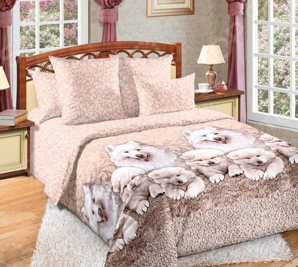 Комплект постельного белья Королевское Искушение с компаньоном «Джесси». 2-спальный2-спальные<br>Здоровый и комфортный сон зависит не только от того насколько ваш матрас и подушка мягкие и удобные, но и, не в последнюю очередь, от того на каком постельном белье вы спите ежедневно. Очень важно при выборе постельного белья ориентироваться не только на его цену и яркий дизайн, но и на качество, и тонкость материала. Жесткие и плотные ткани, пусть даже и натуральные, не подходят для ежедневного использования, ведь они могут причинить коже удивительный дискомфорт, вызвав её покраснение и раздражения. Комплект постельного белья Королевское Искушение с компаньоном Джесси относится к постельному белью перкалевой группы, которая является идеальным решением для повседневного использования. При производстве этого материала плотного полотняного переплетения, используются некрученые плотные и тонкие нити из длинноволокнистого хлопка. Их сочетание делает перкаль одновременно тонким и прочным. Поэтому в отличии от постельного белья произведенного из бязи, данный комплект будет более гладким, мягким и шелковистым на ощупь. На таком постельном белье не будут возникать катышки, которые делают его не только не привлекательным, но и очень неудобным. Особенность этого набора является то, что некоторые его элементы пододеяльник скроены из основного материала и материала-компаньона, который может не совпадать с основным рисунком комплекта. Преимущества постельного белья Королевское Искушение с компаньоном Джесси :  натуральность и экологичность материалов;  долговечность, прочность и износостойкость белья;  легкий и комфортный сон в любой сезон;  приемлемая цена. Другой особенностью комплекта постельного белья Королевское Искушение с компаньоном Джесси является стильный и современный дизайн, который придется по вкусу даже самым взыскательным ценителям стиля, красоты и практичности. Реалистичный принт с рисунком очаровательных щенят будет достойным украшением уютного интерьера вашей спальн