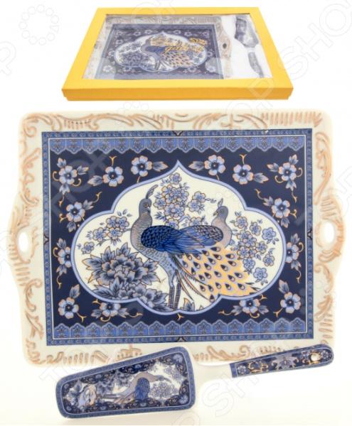 Поднос с лопаткой Elan Gallery «Павлин синий»Подносы<br>Поднос с лопаткой Elan Gallery Павлин синий замечательный аксессуар для подачи всевозможных блюд как к повседневному, так и праздничному столу. Изделие с красивым дизайном займет достойное место среди вашей коллекции кухонной посуды или же станет отличным подарком близким и друзьям.<br>