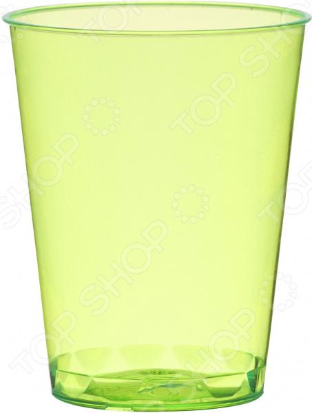 Стаканы пластиковые Duni 170610Праздничная сервировка<br>Считаете одноразовую посуду непрезентабельной или ненадежной Это точно не относится к изделиям от шведского производителя Duni. Каждое из них является воплощением превосходного качества, стильного дизайна и практичности. Одноразовая посуда это оптимальное решение для тех случаев, когда у вас мало времени, но есть желание организовать застолье по высшему разряду! Первоклассная одноразовая посуда! Стаканы пластиковые Duni 170610 кухонная утварь отменного качества. Комплект выполнен из прочнейшего пищевого пластика. Этот материал обладает массой достоинств:  хорошо сохраняет форму;  не содержит вредных компонентов;  не деформируется при воздействии жидкости или горячих блюд;  обеспечивает широкие возможности дизайна;  не влияет на вкус питья;  очень приятен на ощупь.  Стаканы предназначены для подачи холодных и горячих напитков. Они не промокают и длительное время сохраняют свою форму неизменной. Идеальное решение для любого мероприятия Намечается уютный пикник в кругу семьи, корпоративная вечеринка или детский праздник В этих случаях без одноразовой посуды не обойтись! Вы не только сэкономите время и средства, организуя мероприятие, но и получите действительно красивый и презентабельный стол. Яркие и стильные стаканы создадут уютную атмосферу, а празднество пройдет на высоком уровне. После использования изделия можно выбросить. Забудьте о нудном мытье посуды, стянутой коже и потерянном времени лучше сохранить его для более важных дел. Выбирая пластиковые стаканы от Duni, вы выбираете качество, оригинальный дизайн и максимальное удобство!<br>