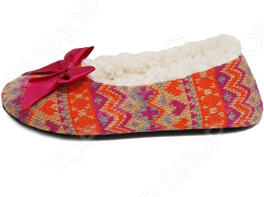 Балетки домашние Burlesco H94Женская домашняя обувь<br>Балетки домашние Burlesco H94 позволят вам быть элегантной и изящной даже в домашних условиях. Настоящая женщина всегда и везде должна быть на высоте. Именно поэтому домашние балетки это отличный выбор обуви для дома. Удобная колодка и эластичная подошва, которая адаптируется к ступне, обеспечат вам удобство и комфорт, ноги не будут уставать.<br>