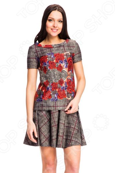 Юбка Mondigo 5096-2. Цвет: темно-серыйЮбки<br>Юбка Mondigo 5096-2 - стильная юбка-солнце элегантного дизайна классических тонов. Модель превосходно подчеркнет стройную фигуру и добавит образу легкости. Застегивается юбка на бедрах с помощью потайной молнии, которая расположена сзади. Необычный дизайн ткани в клетку подойдет как для делового образа, так и для повседневного. Фасон в виде солнышка придаст легкость и женственность походке.<br>