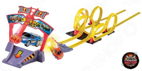 Набор игровой для гонок Пламенный Мотор Американские горки - великолепный подарок для маленьких поклонников гонок и американских горок. Игрушка понравится не только ребенку, но и взрослому, ведь кто не любит скорость и крутые виражи Две инерционные машинки запускаются на трассу при помощи специального механизма pull back. Просто соберите трек, установите машинки и нажмите на кнопку специального пульта. Трек имеет уникальную конструкцию, которая предусматривает виражи, пресечение трасс и сложных участков, столкновения и скорость. Драйв и отличное настроение вам просто обеспечены. Длина трассы составляет 7 м.
