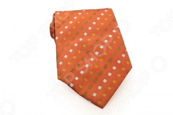 Галстук Mondigo 33483Галстуки. Бабочки. Воротнички<br>Галстук Mondigo 33483 - стильный мужской галстук, выполненный из микрофибры, которая обладает высокой устойчивостью и выдерживает богатую палитру оттенков. Галстук оранжевого цвета украшен пунктирными диагональными линиями из небольших квадратов. Такой галстук будет необычно смотреться с мужскими рубашками темных и светлых оттенков. Упакован галстук в специальный чехол для аккуратной транспортировки. Дизайн дополнит деловой стиль и придаст изюминку к образу строгого делового костюма.<br>