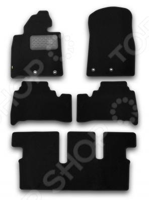 Комплект ковриков в салон автомобиля Klever Toyota Land Cruiser 200 2012 StandardКоврики в салон<br>Комплект ковриков Klever Toyota Land Cruiser 200 2012 Standard прекрасно дополнит салон вашего автомобиля. Многие автовладельцы довольно щепетильно относятся как к внешнему, так и внутреннему состоянию своих железных коней , поэтому для них важно, чтобы салон машины был чист и ухожен. Однако сохранять чистоту довольно сложно, ведь достаточно пройти дождю или снегу, как внутрь попадает пыль, грязь и влага. Первыми удар на себя принимают коврики. Несмотря на свою незаметность, они выполняют большую роль в поддержании порядка и сохранении первоначального состояния пола салона. Комплект Klever Toyota Land Cruiser 200 2012 Standard идеально подходит для данной марки автомобиля, т.к. раскрой ковриков происходит при помощи компьютера. Материалом изготовления служит ковролин от ведущего европейского производителя с полипропиленовым ворсом плотность 500 гр м2 . Края отделаны высокопрочной крученой нитью. Для того, чтобы коврики не скользили, они снабжены фиксаторами, а основой служит гранулят . Также имеется подпятник, который значительно продлевает срок службы изделий. Комплект содержит вешалку для удобства переноски или размещения набора в торговом зале.<br>