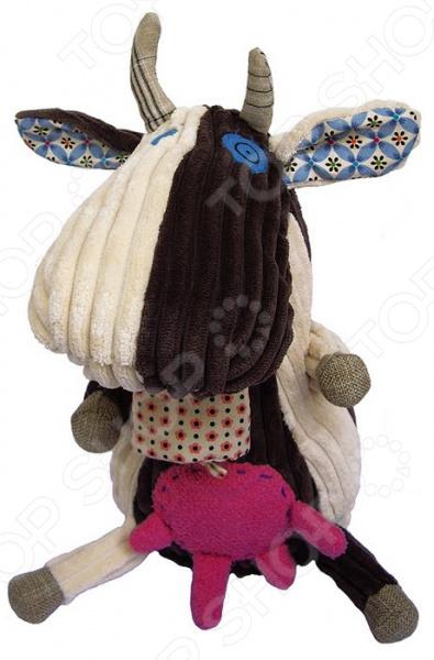 Мягкая игрушка Les Deglingos MilkosМягкие игрушки<br>Мягкая игрушка Les Deglingos Milkos это замечательный подарок для вашего малыша! Забавный зверек украсит любую детскую комнату и принесет радость и веселье во время игр. Коровка станет лучшим другом, с которым не захочется расставаться даже перед сном. Игрушка изготовлена из высококачественного текстиля и имеет интересный дизайн. Все материалы абсолютно безвредны для здоровья, не выгорают на солнце и устойчивы к внешним воздействиям. Мягкая игрушка поможет развить воображение, тактильные навыки, зрительную координацию и мелкую моторику рук. Кроме того, тренируется наблюдательность, образное восприятие и логическое мышление. Оцените преимущества мягкой игрушки от бренда Les Deglingos:  Подойдет в качестве подарка как детям, так и взрослым.  Выполнена в оригинальном дизайне.  Материалом изготовления служит высококачественный текстиль.<br>