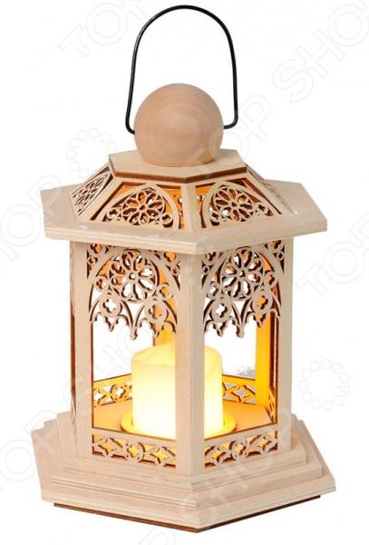 Фонарь-свеча Star Trading 270-37 LanternУличное освещение для дачного участка<br>Фонарь-свеча Star Trading 270-37 Lantern оригинальный фонарь, с резным узором. Выполнен из натурального дерева. Внутри расположена лампочка в форме свечи, которая позволит создать романтичную, торжественную и праздничную атмосферу. Работает фонарь от батареек, благодаря чему являетсся пожаробезопасным. Его можно будет использовать в ресторанах, отелях, детских комнатах или на открытых терассах. Приятное мягкое освещение позволит создать особый комфорт и разрядить любую обстановку.<br>