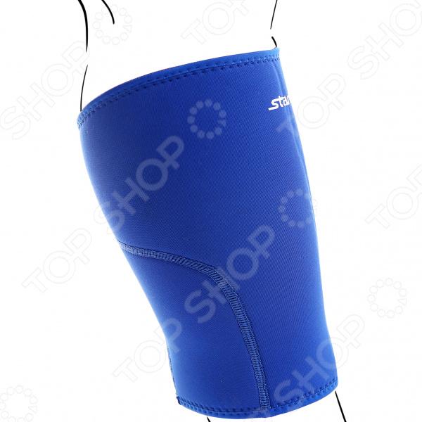 Суппорт колена Star Fit SU-501Бандажи. Суппорты. Эластичные бинты<br>Суппорт колена Star Fit SU-501 обязательный атрибут спортивных занятий, как для любителей, так и для профессионалов. Его используют для предотвращения возможных травм во время тренировок или показательных выступлений. Суппорт выполняет функцию корсета для связочного аппарата сустава и предотвращает непредвиденные растяжения и разрывы тканей. Его часто используют во время силовых или скоростных тренировок, во время которых происходит перегрузка мышц и суставов. Изделие изначально изготавливалось для спортсменов и любителей, которые перенесли операцию или получили травму на том или ином суставе. Модель суппорта для колена изготовлена из специального текстиля и неопрена с термоэффектом , который согревает ткани и способствует улучшению циркуляции крови в поврежденных связках. Изделие поддерживает связки и сустав в правильном положении, не пережимая кровоток и облегчая болевой синдром во время движения. В суппорте удобно тренироваться, а также, его можно носить и в повседневной жизни. Изделие прочное и износостойкое, не требует особого ухода и прослужит своему владельцу долгие годы, оберегая его сустав от травм.<br>