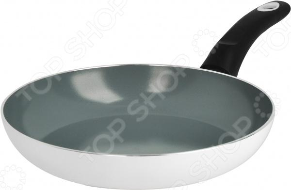 Сковорода Regent 93-AL-MO-1Сковороды<br>Сковорода Regent 93-AL-MO-1 выполнена из прочного штампованного алюминия. Керамическое противопригарное покрытие и многослойное дно способствуют равномерному распределению тепла, надежно защищают пищу от пригорания и позволяют использовать меньшее количество масла. Время готовки сокращается примерно на 30 , поэтому в готовом блюде сохраняются практически все витамины и полезные микроэлементы. К тому же, это покрытие абсолютно безопасно для человека и не содержит PFOA. Внешнее износостойкое покрытие помогает сохранить эстетичный вид сковороды, защищает ее от механических воздействий и облегчает процесс очищения. Эргономичная рукоятка SOFT TOUCH из пластика не скользит в руках, не нагревается и легко очищается. В ней также имеется отверстие для подвеса. При очищении сковороды не рекомендуется использовать агрессивные моющие средства с абразивными включениями.<br>