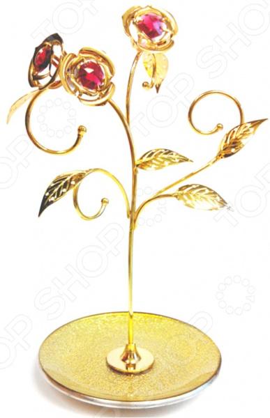 Подставка для украшений «Розы» с кристаллами SwarovskiХранение украшений<br>Подставка для украшений Розы с кристаллами Swarovski представляет собой отличный органайзер для бижутерии и ювелирных изделий. С ней ваши украшения всегда будут на виду и их будет гораздо легче подобрать к наряду. Подставка выполнена в виде золотистого розового куста и украшена розовыми стразами Сваровски. Крючки можно использовать для хранения цепочек, бус и браслетов, а нижнюю тарелочку для колец и сережек. Такая подставка отлично подойдет в качестве сувенирного подарка подруге или любимой девушке.<br>