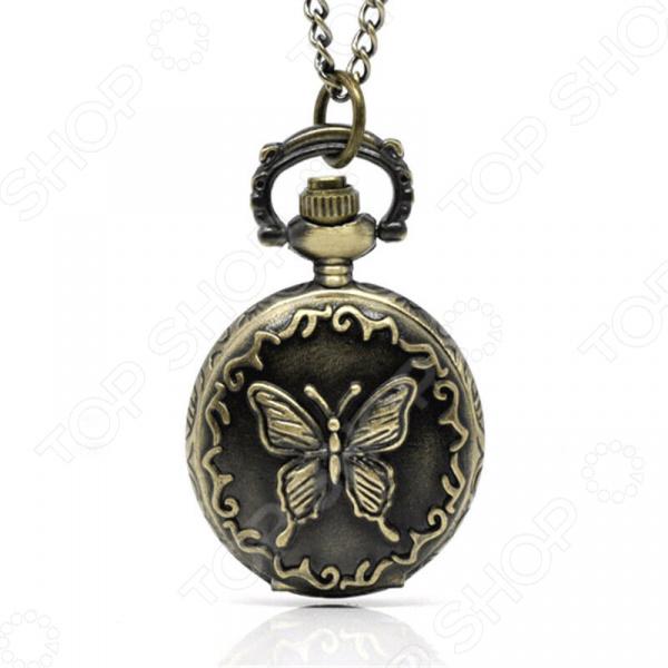 Кулон-часы Mitya Veselkov «Медальон Бабочка (большой)»Кулоны<br>Кулон-часы Mitya Veselkov Медальон Бабочка большой  это стильный аксессуар, который выполняет не только функцию украшения, но и классических часов. Корпус изделия выполнен из прочного, но изящного сплава тонкой работы. Внутри корпуса вы увидите кварцевые часы с тремя стрелками, которые прослужат вам долгие годы. Кулон крепится на изящную цепочку панцирного плетения, с карабином, при необходимости вы можете заменить её и использовать кожаный шнурок. В такой вариации вы идеально дополните образ стим-панк, который снова становится популярен. Любая современная девушка будет в восторге от такого украшения, ведь эти часы сочетаются с любыми аксессуарами и хорошо смотрятся как с свитерами крупной вязки, так и с воздушными блузами. Этот кулон может стать идеальным подарком на праздник.<br>