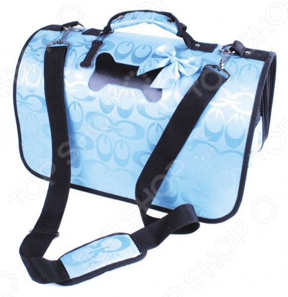 Сумка-переноска DEZZIE 5625848 это удобная сумка-переноска, которая имеет разборную конструкцию на застежке молнии. Подкладка на липучках, при необходимости можно снять и очистить. Короткая ручка для переноски подходит для ручной транспортировки, однако есть длинный ремешок на плечо. Торцевые стенки снабжены сетками для вентиляции, чтобы животное чувствовало себя комфортно. Внутри есть поводок для фиксации собаки. На дне сумки расположены четыре ножки для хорошей фиксации на любой поверхности. Сумка подойдет как для переноса маленькой собаки, так и кошки.
