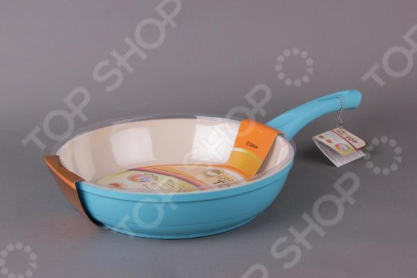 Сковорода глубокая GreenTop Xpride. Цвет: бирюзовыйСковороды<br>Сковорода глубокая GreenTop Xpride - практичная и качественная модель предназначена для приготовления широкого спектра блюд. Благодаря антипригарному покрытию на сковороде можно тушить овощи, мясо и рыбу с минимальным использованием растительного масла. Равномерное распределение тепла способствует ускорению процесса приготовления блюд, при этом сохраняются все полезные вещества и витамины. Сковорода оснащена удобной ручкой с силиконовым покрытием Soft Touch в цвет корпуса, которая не нагревается и удобно помещается в руке. Это делает процесс приготовления удобным и безопасным.<br>