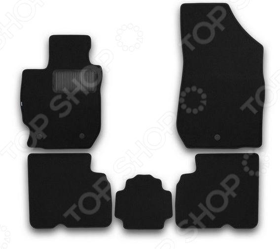 Комплект ковриков в салон автомобиля Klever Nissan Almera 2012 PremiumКоврики в салон<br>Комплект ковриков в салон автомобиля Klever Nissan Almera 2012 Premium прекрасный выбор для владельцев Nissan Almera. В набор входят пять ковриков, раскроенных в строгом соответствии с контурами вашего автомобиля. Это исключает необходимость их подрезания или подгиба в случае несоответствия указанным размерам. Изделия выполнены из тафтингового ковролина плотность ворса составляет 980 гр м2 и снабжены нескользящей основой из полиуретановой пены. Края ковриков отделаны нубуковой лентой. Для продления срока службы изделия снабжаются подпятником.<br>