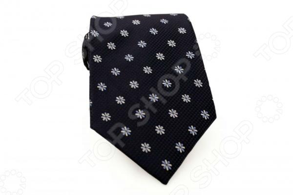 Галстук Mondigo 33567Галстуки. Бабочки. Воротнички<br>Галстук Mondigo 33567 это стильный галстук из высококачественной микрофибры, украшен цветочным орнаментом. Он подходит как для повседневной одежды, так и для эксклюзивных костюмов. Подберите галстук в соответствии с остальными деталями одежды и вы будете выглядеть идеально! В современном мире все большее распространение находит классический стиль одежды вне зависимости от типа вашей работы. Даже во время отдыха многие мужчины предпочитают костюм и галстук, нежели джинсы и футболку. Если вы хотите понравится девушке, то удивить ее своим стилем это проверенный метод от голливудских знаменитостей. Для того, чтобы каждый день выглядеть по-новому нет необходимости менять галстуки, можно сменить вариант узла, к примеру завязать:  узким восточным узлом, который подойдет для деловых встреч;  широким узлом Пратт , который прекрасно смотрится как на работе, так и во время отдыха;  оригинальным узлом Онассис , который удивит всех ваших знакомых своей неповторимый формой.<br>