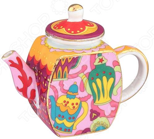Чайник сувенирный Elan Gallery «Чайнички»Другие элементы интерьера<br>Чайник сувенирный Elan Gallery Чайнички изысканный декоративный элемент для вашего дома. Изделие поможет внести завершающий штрих в интерьер любой комнаты, ведь уют складывается из мелочей. Еще такая фигурка может быть использована при сервировке праздничного стола в качестве украшения. Кроме того, если вы желаете подобрать памятный подарок близкому человеку, то эта милая вещица прекрасно подойдет для этих целей.  Декоративный чайник способен дополнить не только интерьер кухни, но и гостиной, спальной или личного кабинета.  Милый дизайн изделия никого не оставит равнодушным. Такой сувенир подойдет практически для любого праздника. Чайник выполнен из фарфора. Изделия из такого материала получаются утонченными и сохраняют оригинальный внешний вид в течение очень долгих лет. Фарфор не требует особого ухода, его можно мыть в теплой воде или периодически протирать от пыли влажной мягкой тканью.<br>