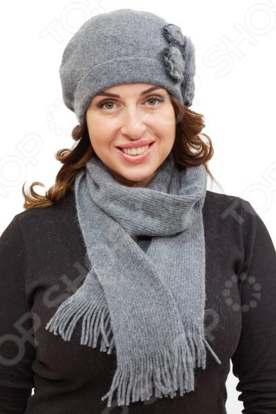 Комплект Fabretti «Берта»Головные уборы<br>Комплект Fabretti Берта состоит из удобной шапки и шарфа, которые подойдут женщинам любого возраста. Создавайте невероятные образы каждый день с помощью этих замечательных аксессуаров. Прекрасно сочетаются с осенней и зимней одеждой.  Комплект выполнен из шерстяного трикотажа, вывязан лицевой гладью.  Трикотажное полотно хорошо растягивается и комфортно в носке.  Шапка декорирована трикотажными цветами со стразами и натуральным мехом норки.  Предусмотрен декоративный отворот.  Не имеет подкладки.  Шарф размером 16х160 см декорирован по ширине бахромой.<br>