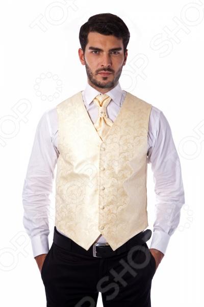 Жилет Mondigo 20479. Цвет: бежевыйЖилеты<br>Жилет Mondigo 20479 это деталь классического мужского костюма. Сегодня жилет стал неотъемлемой частью гардероба стильного мужчины, следящего за модными тенденциями. Эта модель отлично будет сочетаться с пиджаком. Жилет также можно использовать и как самостоятельный предмет одежды для создания образа в стиле casual . Жилет это возможная альтернатива пиджаку, при этом он не сковывает движения. Этот предмет одежды позволит создать деловой образ, но чувствовать себя гораздо удобнее в теплое время года.<br>