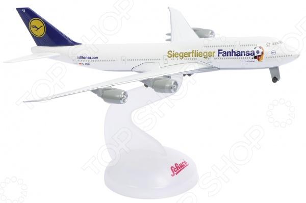 Самолет коллекционный Schabak Lufthansa WM 14 B747-8 представляет собой точную копию настоящего воздушного судна. Особенность коллекции в том, что все модели изготовлены по лицензии именитых производителей. Самолет с элементами пластика обладает потрясающей детализацией. Выполнена из металла цинк , на шасси и подставка. Яркий самолет разнообразит игровые ситуации, откроет новые сюжеты для маленького летчика и поможет развить мелкую моторику рук, внимание и координацию движений.