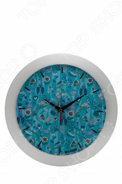Часы настенные Mitya Veselkov «Голубой принт с птичками»Часы настенные<br>Часы настенные Mitya Veselkov Голубой принт с птичками стильные часы, которые украсят любое помещение своей оригинальностью и необычностью. На циферблате вместо цифр представлены лаконичные черточки, а расположены они на красивейшем голубом фоне со множеством необычных птиц, цветов и бабочек. Часы имеют три стрелки, работают от 1 батарейки типа AA не входит в комплект . Без сомнений, каждый любитель оригинальных вещиц обязательно оценит такой замечательный настенный аксессуар.<br>