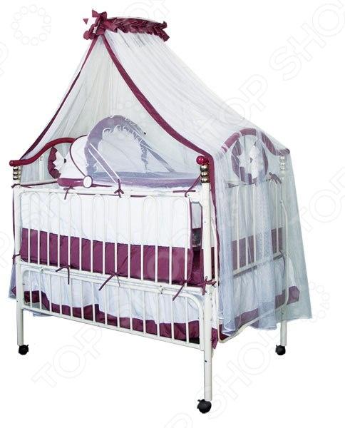 Кроватка-трансформер детская Geoby 05TLY632 легкая, с интересным дизайном и очень практична в пользовании, она уже давно завоевала доверие заботливых родителей. Кроватка идеально подходит для новорожденных благодаря наличию люльки, а так же будет комфортной и для деток до семи лет благодаря возможным трансформациям. Например, у кроватки есть два уровня высоты, ее можно существенно удлинить, а боковую стенку легко откинуть. Благодаря хорошему качеству исполнения кроватка останется надежным и удобным местом для сна на протяжении долгого времени. Ну а спокойный, нейтральный дизайн органично впишется в любой интерьер и будет радовать глаз. Особенности кроватки:  Съемная люлька для новорожденного;  Дно кроватки устанавливается на 2 уровня по высоте;  Откидывающаяся боковая стенка;  Доступно увеличение по длине;  Колёсные опоры с фиксаторами;  Съемные бампера. В комплекте:  Мягкая съемная защитная стенка;  Подвесная люлька с москитной сеткой;  Балдахин;  Матрац.