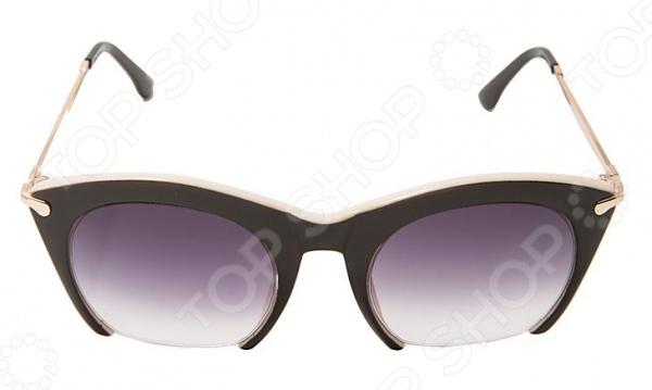 Очки солнцезащитные Mitya Veselkov LANBAO-1646-C1Солнцезащитные очки<br>Очки солнцезащитные Mitya Veselkov LANBAO-1646-C1 станут чудесным дополнением к набору ваших аксессуаров. Они не только уберегут глаза от вредного воздействия солнечного света, но и подчеркнут вашу индивидуальность, взыскательность и неповторимый вкус. Очки имеют продолговатую форму, снабжены стильной роговой оправой и градиентными линзами. Последние, в свою очередь, выполнены из высококачественных, устойчивых к появлению царапин, материалов. Торговая марка Mitya Veselkov это синоним первоклассного качества и стильного современного дизайна. Компания занимается производством и продажей часов, запонок, кошельков, очков и т.д. Креативность, оригинальность и творческий подход вот основные принципы торгового бренда Mitya Veselkov.<br>
