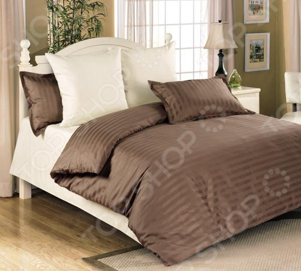 Комплект постельного белья Королевское Искушение «Мокко». СемейныйСемейные<br>Комплект постельного белья Королевское Искушение Мокко это незаменимый элемент вашей спальни. Человек треть своей жизни проводит в постели, и от ощущений, которые вы испытываете при прикосновении к простыням или наволочкам, многое зависит. Чтобы сон всегда был комфортным, а пробуждение приятным, мы предлагаем вам этот комплект постельного белья. Красивое оформление и высокое качество комплекта гарантируют, что атмосфера вашей спальни наполнится теплотой и уютом, а вы испытаете множество сладких мгновений спокойного сна. В качестве сырья для изготовления этого изделия использованы нити хлопка. Натуральное хлопковое волокно известно своей прочностью и легкостью в уходе. Волокна хлопка состоят из целлюлозы, которая отлично впитывает влагу. Хлопок дышит и согревает лучше, чем шелк и лен. Не забудем, что хлопок несъедобен для моли и не деформируется при стирке. Комплект постельного белья выполнен из ткани страйп-сатин. Полотно создано по технологии жаккардового плетения. Это элитный материал с роскошной текстурой. Кроме того, данный тип ткани сохраняет свою прочность и привлекательный вид даже после многочисленных стирок. Главное, соблюдать рекомендации по уходу от производителя. Необходимо стирать при температуре, указанной на ярлычке, с использованием порошка для цветного белья. Не следует прибегать к применению хлорсодержащих средств и отбеливателей. Желательно выворачивать белье наизнанку перед стиркой. Особенности комплекта:  Подарочная картонная коробка.  Пододеяльник на молнии.  Наволочка 70х70 на молнии, наволочка 50х70 с ушками.<br>