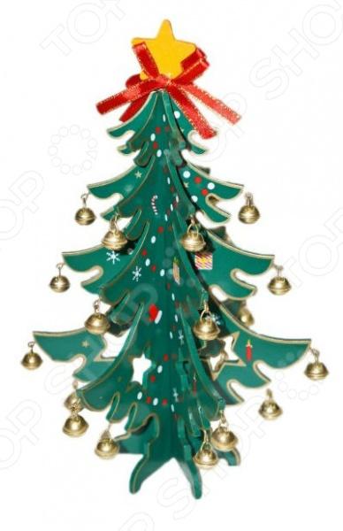 Чтобы самый долгожданный зимний праздник удался недостаточно нарядить елку или просто накрыть стол. Для этого необходимо тщательно подготовиться, уделить много внимания каждой мелочи, ведь как много зависит от правильно подобранного декора. Именно он создает удивительную предпраздничную атмосферу новогоднего волшебства. Деревянные декорации являются традиционными новогодними украшениями, которые нравятся всем без исключения - и взрослым, и детям. Этот теплый и экологически чистый материал позволяет воплотить в жизнь любые дизайнерские решения. Декорация новогодняя Новогодняя сказка Елочка с колокольчиками - оригинальное дополнение к вашему домашнему интерьеру, которое позволит вам создать удивительную торжественную и праздничную атмосферу. Просто поставьте вечно зеленую елочку в любое понравившееся место и предвкушение любимого праздника появится у всей семьи. Так, эту традиционную декорацию можно использовать для создания нарядной композиции для украшения витрины, офиса, балкона или террасы. Главное преимущество этой новогодней декорации Новогодняя сказка Елочка с колокольчиками заключается в её компактном размере - всего 23 см, поэтому его можно будет расположить прямо на вашем рабочем столе, подоконнике, книжной полке, камине или в витрине магазина. Красивое и оригинальное новогоднее украшение также можно использовать в качестве основного элемента праздничной композиции в вашем доме или офисе. Декорация выполнена из натурального дерева и покрыта насыщенной зеленной краской, которая совершенно не токсична. Для более праздничного настроения елочка украшена блестящими колокольчиками. Пусть ваш дом преобразится с новогодней декорацией Новогодняя сказка Елочка с колокольчиками !