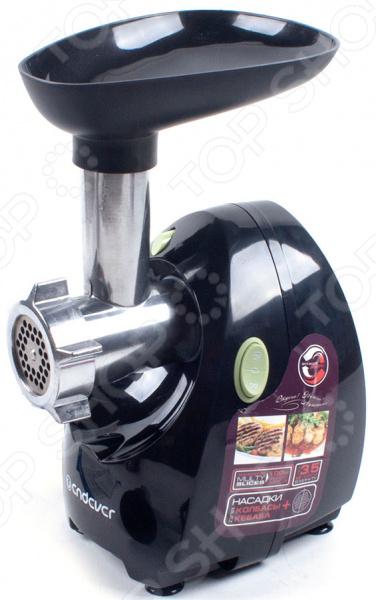 Мясорубка Endever Sigma 40Мясорубки<br>Электрическая мясорубка Endever Sigma 40 является функциональным прибором, который разработали с учетом потребностей современных хозяек. Стильный и красивый корпус станет настоящим украшением кухни. Также, изделие не лишено практичности. Мясорубка быстро собирается, легко моется и занимает очень мало места в разобранном виде. Функция реверса увеличивают срок использования, а прорезиненные ножки обеспечивают хорошую фиксацию. Двигатель оборудован с медной обмоткой для большей безопасности. Он способен работать в режиме постоянной мощности в 800 Вт, а при максимальной 2000 Вт. Такая мощность прибора обеспечивает более трех килограмм выхода мяса в минуту! Специальная технология в паре с толкателем позволяют получить перемолотый продукт из прибора до последнего кусочка. Стальной кованый нож Super Blade не затупляется даже после многократного использования. Все металлические детали мясорубки защищены от коррозии. Выводящее отверстие на данной модели специально увеличено до 65 мм. В базовом наборе есть 2 стальные решетки с отверстиями разного диаметра, дополнительные насадки для кеббе и приготовления колбас в домашних условиях. С их помощью вы сможете переработать различные виды мяса и овощей.<br>