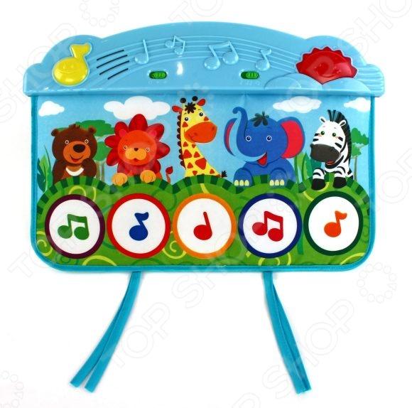 Коврик развивающий музыкальный Жирафики Веселый зоопарк это отличный коврик, который реагирует на касание ребенка. Коврик способствует интеллектуальному и физическому развитию ребенка. Отлично помогает развивать моторику, зрительное восприятие, логическое мышление и наблюдательность вашего чада. Коврик можно подвесить к кроватке за специальные веревочки, а можно просто положить рядом с ребенком. Малыш будет нажимать на яркие сенсорные кнопки , расположенные на тканевой поверхности. Коврик работает в трех режимах игры. Переключатель режимов находится на панели, на ней же расположен регулятор громкости. Коврик работает от 3 батареек типа АА. Материал экологически чистый, абсолютно безопасный для ребенка.