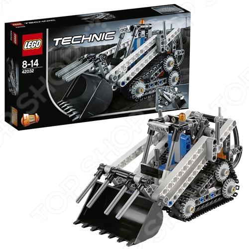 Конструктор LEGO Гусеничный погрузчикКонструкторы LEGO<br>Конструктор Lego Гусеничный погрузчик станет отличным подарком для юного конструктора, ведь модель обладает всеми возможностями реальной машины, включая подвешенный сзади сложный механизм стрелы, который обеспечивает полный контроль над огромным ковшом и грейфер, дополнительные фары на крыше, предупредительный маячок, рычаг переключения передач и большие треугольные гусениц для повышения сцепления и маневренности на мягком грунте. Кроме того, автокран способен трансформироваться в надежный снегоукладчик. Набор отлично подходит для сюжетно-ролевых игр и позволяет ребенку выдумывать разнообразные истории, используя всю силу воображения. Все детали выполнены из высококачественных полимерных материалов, поэтому полностью безопасны.<br>