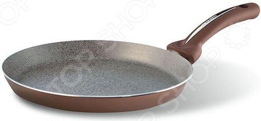 Сковорода блинная Pensofal Bio Stone Uniqum ChocoБлинницы<br>Сковорода блинная Pensofal Bio Stone Uniqum Choco удобная и практичная сковорода, которая должны быть на каждой кухне. Благодаря своей уникальной плоской форме, она идеально подходит для приготовления блинов, оладий, сырников, американских панкейков и многого другого. Изделие выполнено из штампованного алюминий, который обеспечивает быстрое и простое приготовление даже самых тонких блинчиков. Специальное антипригарное четырехслойное покрытие с добавлением минеральных частиц не позволит тесту прилипнуть, даже если вы не используете масло. Минеральные частички также позволяют сохранять оригинальный цвет внутреннего покрытия сковороды. Запатентованное двойное дно выполнено из нержавеющей стали и алюминия, что позволяет использовать сковородку вместе с индукционными плитами. Особенности данной сковороды:  устойчива к царапинам и сколам;  способна выдержать высокие температуры;  не подвержена отслоению антипригарного покрытия;  отличается простотой в уходе;  эргономичная бакелитовая ручка не нагревается;  особая скругленная форма равномерно распределят тепло и сберегает энергию;  жаропрочность до 200 С;  не содержит вредных для здоровья примесей.<br>