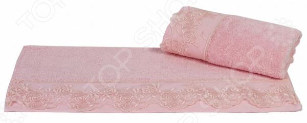 Полотенце махровое Hobby Home Collection Almeda. Цвет: светло-розовыйПолотенца<br>Что может приятнее, чем принять расслабляющую ванну или освежающий душ, а затем завернуться в пушистое махровое полотенце К сожалению сейчас не каждое банное полотенце может порадовать своей мягкостью и внешний видом уже после первых двух или трех стирок. Некоторые начинают оставлять на теле ворсинки, а другие нещадно терять свой первоначальный внешний вид. Поэтому выбирая банный текстиль, следует обращать внимание не только на яркий дизайн и цвет, но и на длину ворса, плотность, мягкость и прочность. Качественный банный текстиль для вашего дома! Полотенце махровое Hobby Home Collection Almeda. Цвет: светло-розовый воплощает в себе удивительную мягкость, высокое качество и удивительную износостойкость. Простой, но стильный дизайн полотенца позволит ему вписаться даже в классический интерьер ванной комнаты. Дизайнеры торговой марки оформили полотенце оригинальным и изысканным декором в виде элегантной кружевной вставки. Махровое полотенце отличается высокой плотностью в 480 гр м2, благодаря чему оно способно выдержать многочисленные стирки. Красивый светло-розовый цвет позволяет полотенцу стать гармоничным дополнением ваших банных принадлежностей. Преимущества данного махрового полотенца:  выполнен из гипоаллергенного натурального хлопка в сочетании с бамбуком;  благодаря свободной вытяжке основных нитей прекрасно впитывает влагу и быстро высыхает;  сохраняет цвет и форму даже после многократных стирок;  сохраняет мягкость на протяжении многих лет. Порадуйте себя приятными и мягкими прикосновениями с качественным и долговечным махровым полотенцем от торговой марки Hobby Home Collection! Уход: Чтобы изделие прослужило вам как можно дольше рекомендуется стирать при деликатном режиме при температуре не более 40 С. Используйте моющие средства для цветных тканей, тогда насыщенный цвет изделия сохранится надолго.<br>