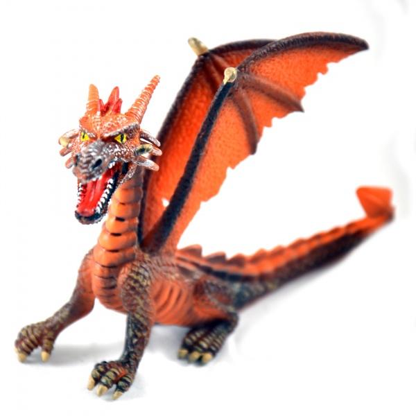 Фигурка-игрушка Bullyland ДраконИгрушечные животные<br>Фигурка-игрушка Bullyland Дракон из серии Фэнтази станет отличным подарком для всех поклонников фантастических миров магии и драконов. Коллекционная модель великолепно проработана, а в процессе изготовления были использованы только высококачественные нетоксичные материалы, абсолютно безопасные для человека.<br>