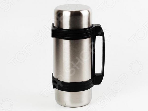 Термос Greys QE-012Термосы и термокружки<br>Термос Greys QE-012 прекрасно подходит для хранения горячих или холодных напитков. Стильный термос выполнен из высококачественной нержавеющей стали с двойными стенками, которая отличается прекрасной устойчивостью к воздействию коррозии. Этот экологически чистый материал никак не влияет на качество и вкус хранящихся продуктов. Главной особенностью этого термоса является его компактность. Внутренняя колба вмещает около 2 л напитка. Его можно брать с собой на работу, на отдых или в поход, на тренировку или рыбалку. Специальная герметичная крышка термоса предохраняет жидкость от вытекания. Преимущества термоса Greys QE-012:  универсальная горловина позволяет использовать термос не только для хранения напитков, но и для первых или вторых блюд;  дополнительная чашка в комплекте:  пластиковая ручка для удобства в транспортировке и хранении. Термос не рекомендуется мыть в посудомоечной машине или хранить в морозильной камере.<br>