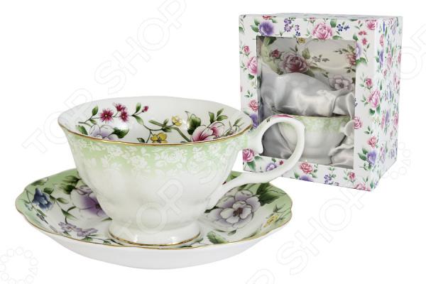 Чайная пара Colombo «Лаура»Чайные и кофейные пары<br>Торговая марка Colombo представляет широкий ассортимент чайных пар, которые понравятся каждому. Разнообразие мотивов от классических до современных помогут в выборе подходящей чашки. Рекомендуется мыть в теплой воде, чтобы не повредить изящный дизайн и рисунок. Высокое качество продукции и яркая индивидуальность каждого изделия вот то, что делает продукцию по-настоящему удивительной! Чайная пара Colombo Лаура это чудесный комплект на одну персону, который украсит любое чаепитие. Элементы пары сделаны из костяного фарфора, который отличается высоким качеством и мягкими линиями. Керамика хорошо удерживает тепло и очень богато смотрится на столе. Во время обеда или праздничного ужина вы сможете каждому гостю преподнести свою чайную пару, что точно понравится всем присутствующим.  В комплекте к каждой чашке идёт миниатюрное блюдце, которое идеально дополнит композицию. Все элементы украшает прекрасный детализированный рисунок. Каждая чашка представляет собой будто художественную картину, яркие краски переплетаются между собой и создают удивительное произведение искусства. Из таких чашек приятно не просто пить чай, а смаковать каждый глоток и наслаждаться вкусом насыщенного напитка. Красивая чайная композиция, восхитительный вкус чая и приятная компания вот залог хорошо проведенного вечера. В такой умиротворенной обстановке должен заканчивать каждый день, чтобы успокоиться и насладиться каждым прожитым мгновением.<br>