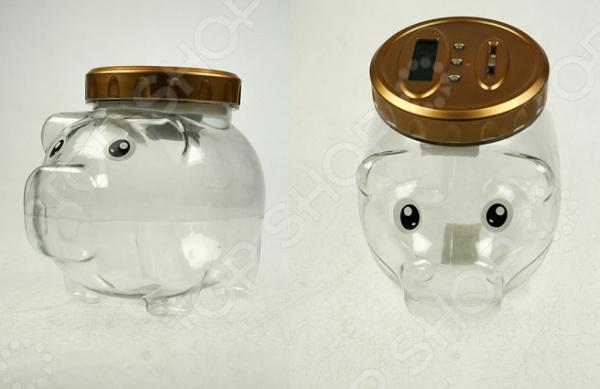Копилка «Свинка для монет» 18517Копилки<br>Копилка Свинка для монет 18517 оригинальное дополнение интерьера, которое порадует вас стильным дизайном и приятной расцветкой. Копилка станет надежным хранилищем для денежных сбережений, которые можно потом использовать для покупки самых разнообразных вещей или поездки на отдых. Такая стильная вещица займет почетное место на полке в шкафу или же на вашем рабочем столе. Изделие выполнено из высококачественного пластика. Этот материал отличается прочностью, долговечностью и практичностью. Пластик прекрасно переносит различные внешние воздействия, не содержит вредных включений и не требует к себе особого ухода. Пластиковую копилку достаточно лишь раз в несколько дней протирать сухой мягкой тканью. Пластик прекрасно сочетается с такими материалами, как древесина, камень, стекло или металл. Поэтому эта оригинальная копилка станет органичным продолжением интерьера любого помещения, привлечет к себе восторженные взгляды домочадцев и гостей, поможет разнообразить убранство комнаты и станет прекрасным помощником в достижении заветной цели, надежно сберегая ваши деньги. Копилка работает от батареек типа АА в комплект не входят .<br>