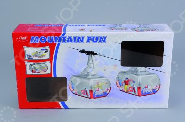 Игровой набор Dickie «Фуникулер»Игровые наборы для мальчиков<br>Игровой набор Dickie Фуникулер развлекательный набор для детей, который даст им возможность приятно провести время за игрой. Комплект состоит из фуникулера и канатной дороги, которую можно прицепить к коробкам и перемещать разные фигурки или маленькие игрушки с его помощью. Две кабинки приводятся в движение моторчиком. Питается это все от трех батареек типа АА. Играя, у ребенка развивается внимание, концентрация, ловкость и начальные навыки управления транспортом.<br>