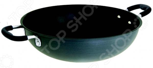 Сковорода вок Regent CarbonеВоки<br>Сковорода вок Regent Carbonе выполнена из прочного анодированного алюминия. Этот материал отличается достаточной теплопроводностью и выдерживает повышенные температуры. Противопригарное покрытие SILKWARE и многослойное дно надежно защищают пищу от пригорания и позволяют использовать меньшее количество масла. Время готовки сокращается примерно на 30 , поэтому в готовом блюде сохраняются практически все витамины и полезные микроэлементы. Помимо этого, противопригарное покрытие абсолютно безопасно для человека и не содержит PFOA. Эргономичные силиконовые рукоятки не скользят в руках, не нагреваются и легко очищаются. Они прикреплены к корпусу сковороды специальными заклепками. При очищении изделия не рекомендуется использовать агрессивные моющие средства с абразивными компонентами.<br>