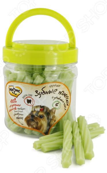 Лакомство для собак Мнямс «Крученые зубные палочки с зеленым чаем»Лакомства<br>Лакомство для собак Мнямс Крученые зубные палочки с зеленым чаем аппетитное угощение для вашего питомца. Есть множество способов проявить свою заботу в отношении домашнего любимца. Угощение лакомством окажется наиболее приятным и полезным поощрением для собаки. Продукт обогащен витаминами и полезными минеральными веществами. Палочки идеально подходят в качестве поощрения в процессе игр и тренировок. Оригинальная форма и текстура помогают очистить зубы собаки от налета и защитить десны. Рекомендации по кормлению, исходя из веса собаки вам также следует учитывать индивидуальную активность питомца :  Менее 5 кг: 1-2 палочки.  5-10 кг: 2-3 палочки.  10-20 кг: 3-4 палочки.  20-40 кг: 4-5 палочек.  Более 40 кг: 5-6 палочек. Внимание, лакомство не является основным кормом. Подходит к употреблению в пищу с 4 месячного возраста.<br>