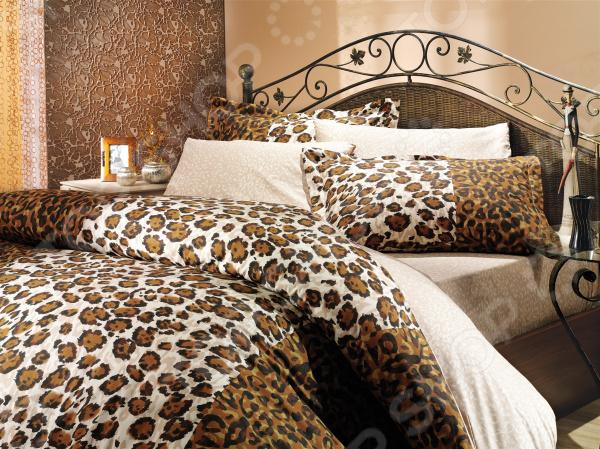 Комплект постельного белья Hobby Home Collection Adriana. Цвет: коричневый. 1,5-спальный1,5-спальные<br>Комплект постельного белья Hobby Adriana это незаменимый элемент вашей спальни. Человек треть своей жизни проводит в постели, и от ощущений, которые вы испытываете при прикосновении к простыням или наволочкам, многое зависит. Чтобы сон всегда был комфортным, а пробуждение приятным, мы предлагаем вам этот комплект постельного белья. Приятный цвет и высокое качество комплекта гарантирует, что атмосфера вашей спальни наполнится теплотой и уютом, а вы испытаете множество сладких мгновений спокойного сна.  Комплект выполнен из ткани, состоящей на 100 из хлопка, и обладает следующими преимуществами:  Мягкий и приятный на ощупь материал отличается высокой гигроскопичностью и хорошо пропускает воздух.  Рисунок нанесен на ткань с применением современных технологий печати, что делает его не только выразительным, но и долговечным.  Натуральный материал гипоаллергенен и безопасен для здоровья.  Особое переплетение нитей ткани повышает устойчивость к легким механическим повреждениям.  Тип ткани поплин. Своими свойствами он напоминает бязь, однако на ощупь более мягкий и гладкий. Перед первым применением комплект постельного белья рекомендуется постирать. Перед этим выверните наизнанку наволочки и пододеяльник. Для сохранения цвета не используйте порошки, которые содержат отбеливатель. Рекомендуемая температура стирки 40 С и ниже без использования кондиционера или смягчителя воды. Обновите свою кровать таким комплектом постельного белья, и интерьер вашей комнаты заиграет новыми красками.<br>