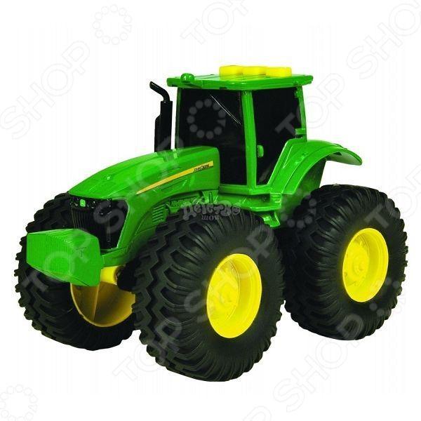 Трактор с большими колесами Tomy Deere ТО42934 tomy прицеп для перевозки лошадей с лошадью и жеребенком с 3 лет
