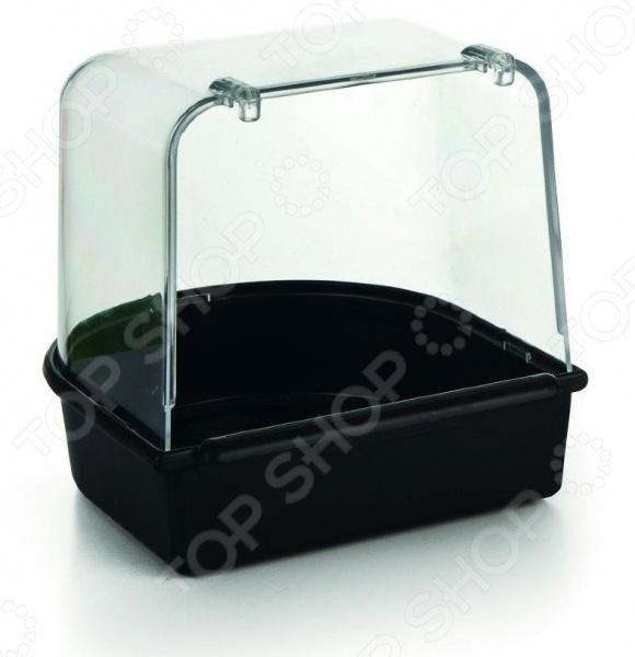 Купалка для птиц Beeztees 075082Аксессуары для клеток<br>Купалка для птиц Beeztees 075082 станет отличным приобретением для вашего пернатого друга. Птицы, в особенности попугайчики волнистые и неразлучники , очень любят плескаться в водичке. Это доставляет им огромное удовольствие и помогает поддерживать перышки в чистоте. Купалка выполнена из высококачественного пластика и снабжена высокими бортиками. Она легко цепляется к клетке при помощи двух крючков.<br>