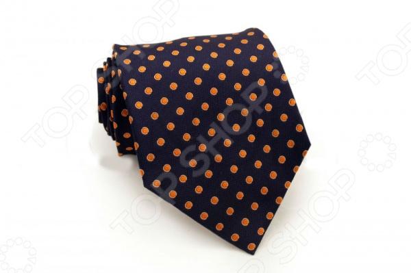 Галстук Mondigo 44240Галстуки. Бабочки. Воротнички<br>Галстук - важный элемент гардероба в жизни каждого мужчины. Сегодня сложно себе представить современного делового мужчину без галстука и это не удивительно, ведь именно галстук является главным атрибутом делового стиля. Не редко, для делового мужчины галстук - одна из немногих деталей, которая позволяет выразить свою индивидуальность, особенно в случаях, когда необходимо соблюдать строгий дресс-код. Однако, галстук уже давно вышел за пределы деловой сферы. Сегодня многие мужчины предпочитающие стиль кэжуал, так же активно прибегают к помощи различных галстуков для создания своего уникального образа. Галстуки стали очень разнообразными как по виду и цвету, так и по форме и материалу изготовления, благодаря этому их можно активно носить не только в офис и на деловых встречах, но даже на отдыхе и в повседневной жизни. Галстук Mondigo 44579 - оригинальная модель, которая станет завершающим штрихом в образе солидного мужчины. Правильно подобранный галстук позволяет эффектно выделить выбранный вами стиль, подчеркнуть изысканность и уникальность его владельца. Красивый мужской галстук темно-синего цвета ручной работы, украшен крупным горошком оранжевого цвета. С обратной стороны галстук прострочен шелковой ниткой, что позволяет регулировать длину изделия. Ширина у основания 8,5 см.<br>